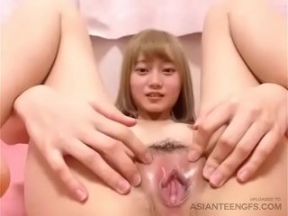 (HOME) Beautiful Asian teen spread out masturbates in all directions magic wand with the addition of squirts