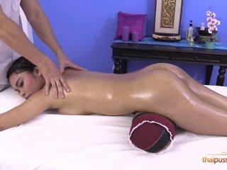 Dusadi gets some sex lesson as a bonus after massage